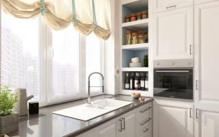 На кухне раковина возле окна